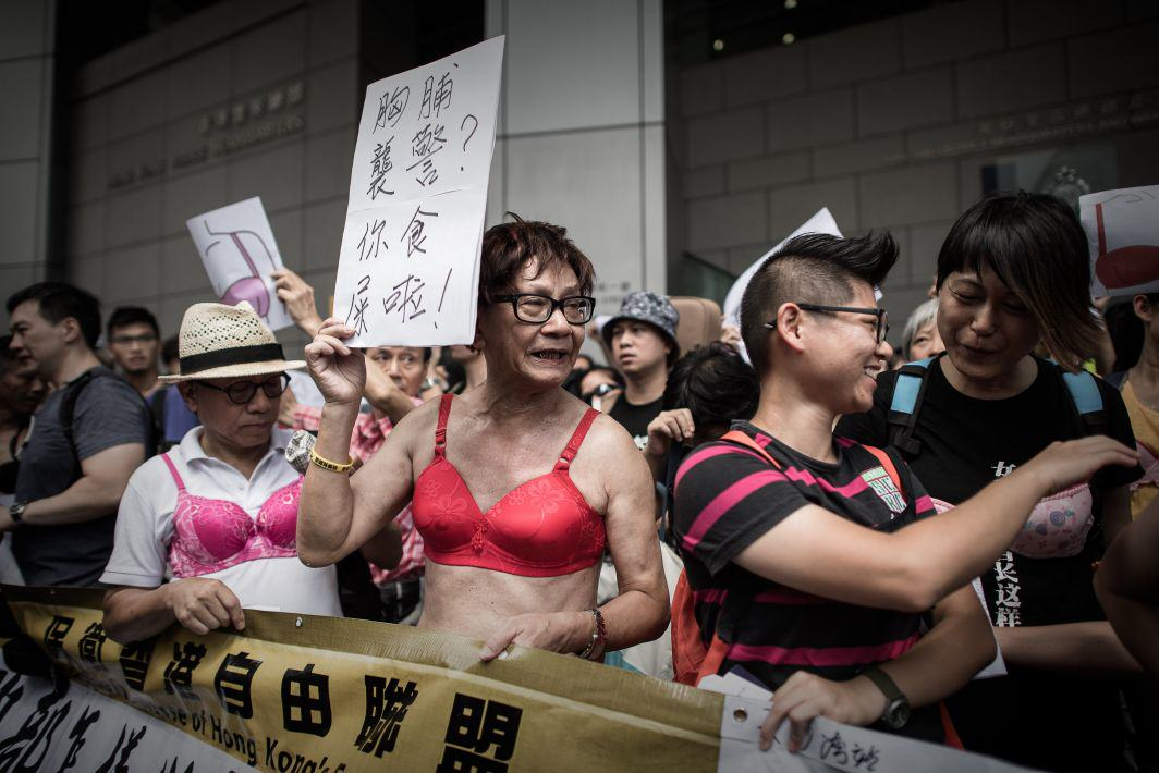 KGFB8dpwXbra protest 1.jpg Men In Hong Kong Are Protesting While Dressed In Lingerie
