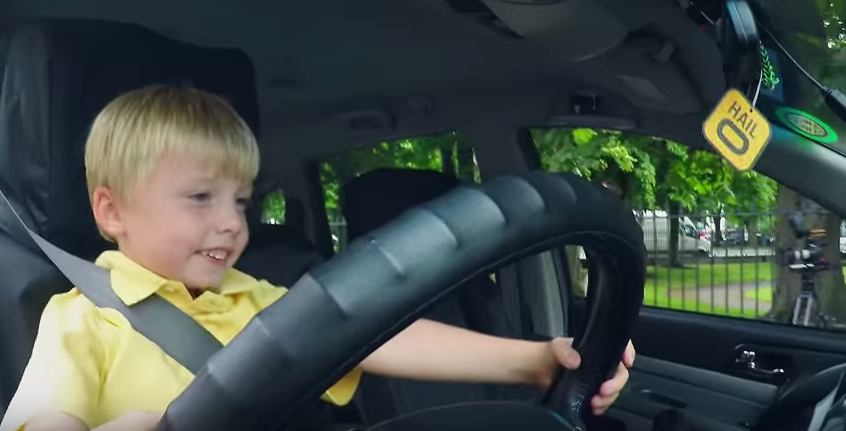 UNILAD DREpeFL Three Year Old Taxi Driver Confuses People On Streets Of Dublin