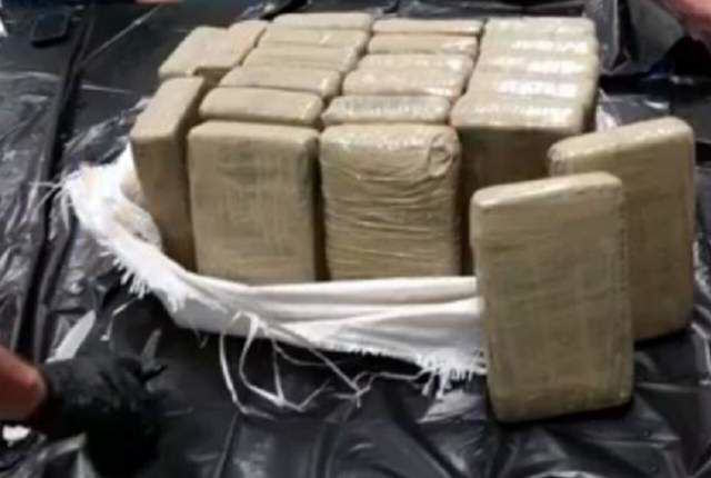 UNILAD G8y3CrNzW6 A Cop Caught $12 MILLION Of Cocaine While Out Fishing