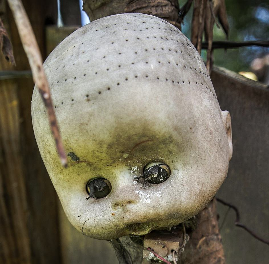These Photos From Mexico's Haunted 'Island Of The Dolls' Are Extremely Creepy UNILAD KiwoMTOt