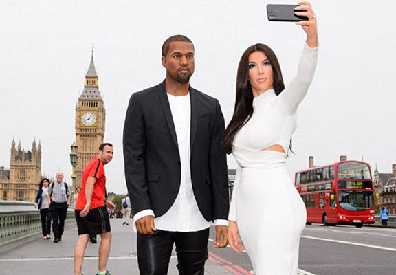UNILAD LJFodV Kim And Kanye Waxworks Confuse Commuters In Central London