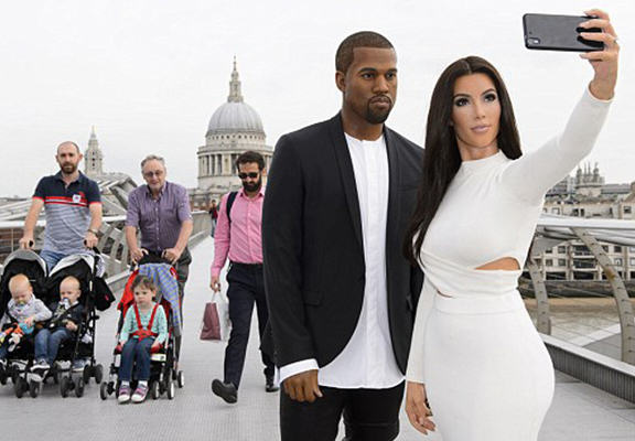 UNILAD XwY8Au Kim And Kanye Waxworks Confuse Commuters In Central London