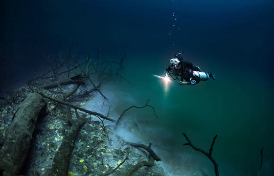 UNILAD iver78 Diver Discovers Incredible Underwater River In Mexico