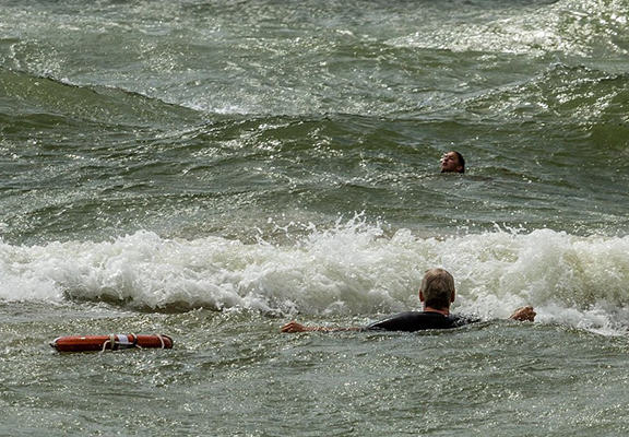 UNILAD ript web5 One Surfer Saved The Lives Of Two Teenage Girls Caught In Riptide