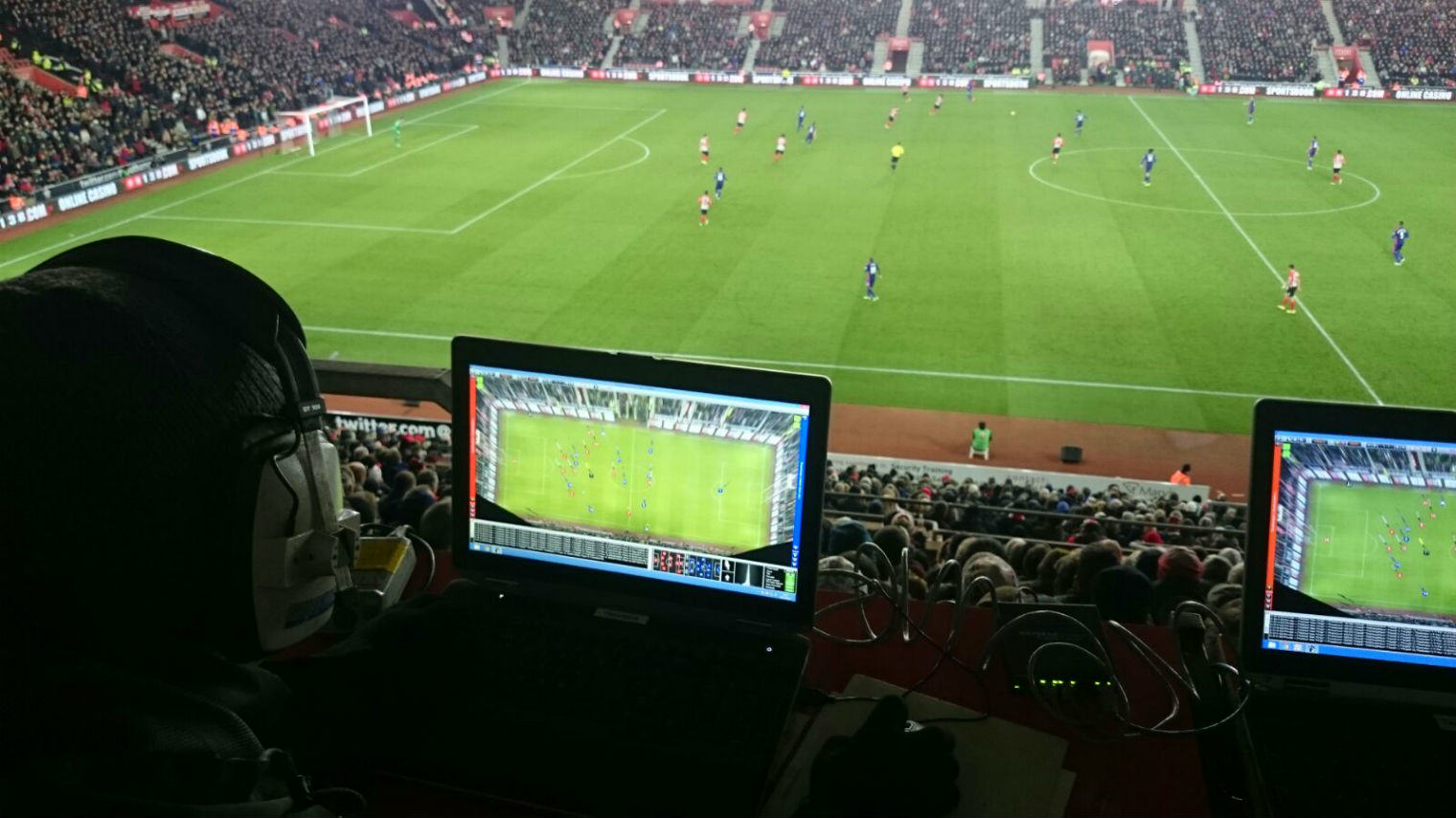 UNILAD xboxwe5 Heres What The Guy With An Xbox Controller Was Doing At The Newcastle United Game