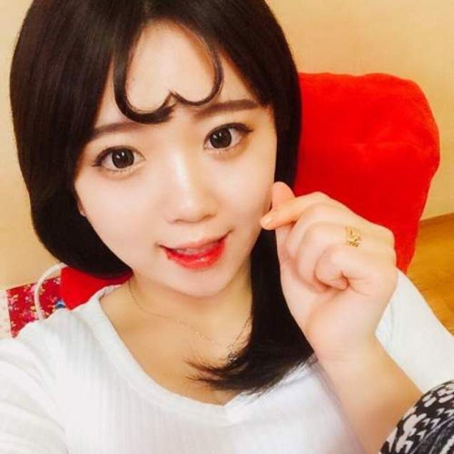 UNILAD y2BNoQfAndH Turning Bangs Into Hearts Is Now A Thing In Korea Apparently