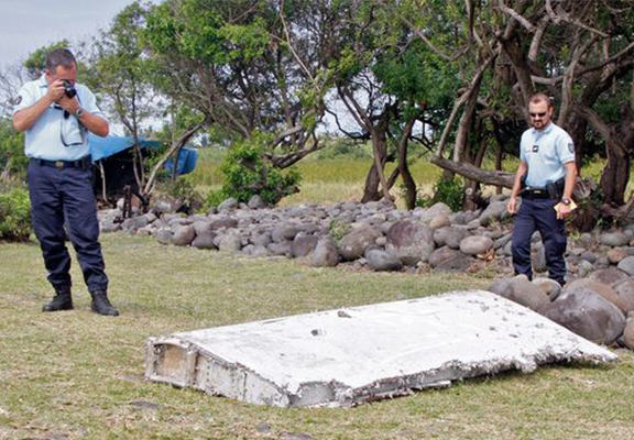 YOcpvFJ4C Wing Washed Up On Reunion Island Is Confirmed Flight MH370 Debris