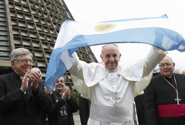 CNSPaul Haring Kim Kardashian Causes Outrage In Argentina With Pope Tweet
