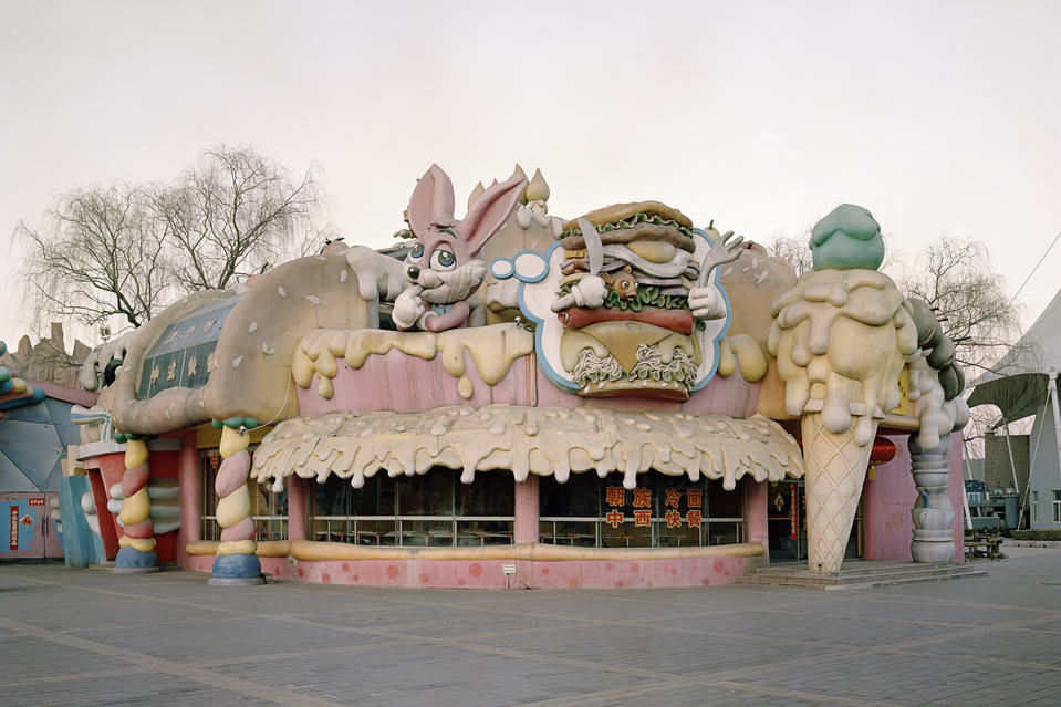 UNILAD BN KC333 0901ex J 201509011030333 These Pictures Of Vacant Chinese Theme Parks Are Really Creepy