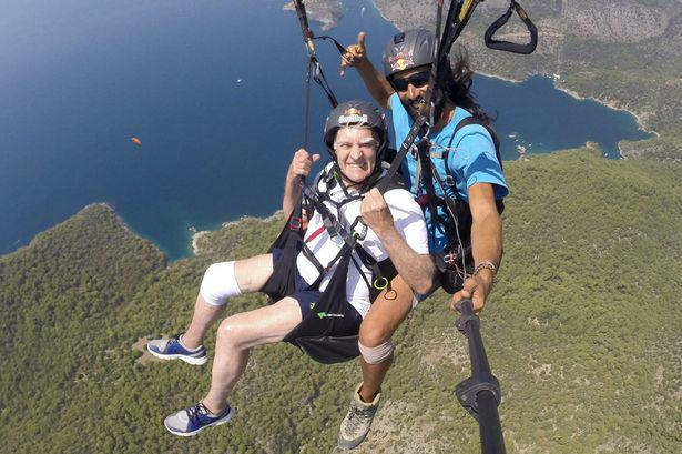 83 Year Old Man Paraglides In Honour Of His Wife Who Has Alzheimers UNILAD alt2
