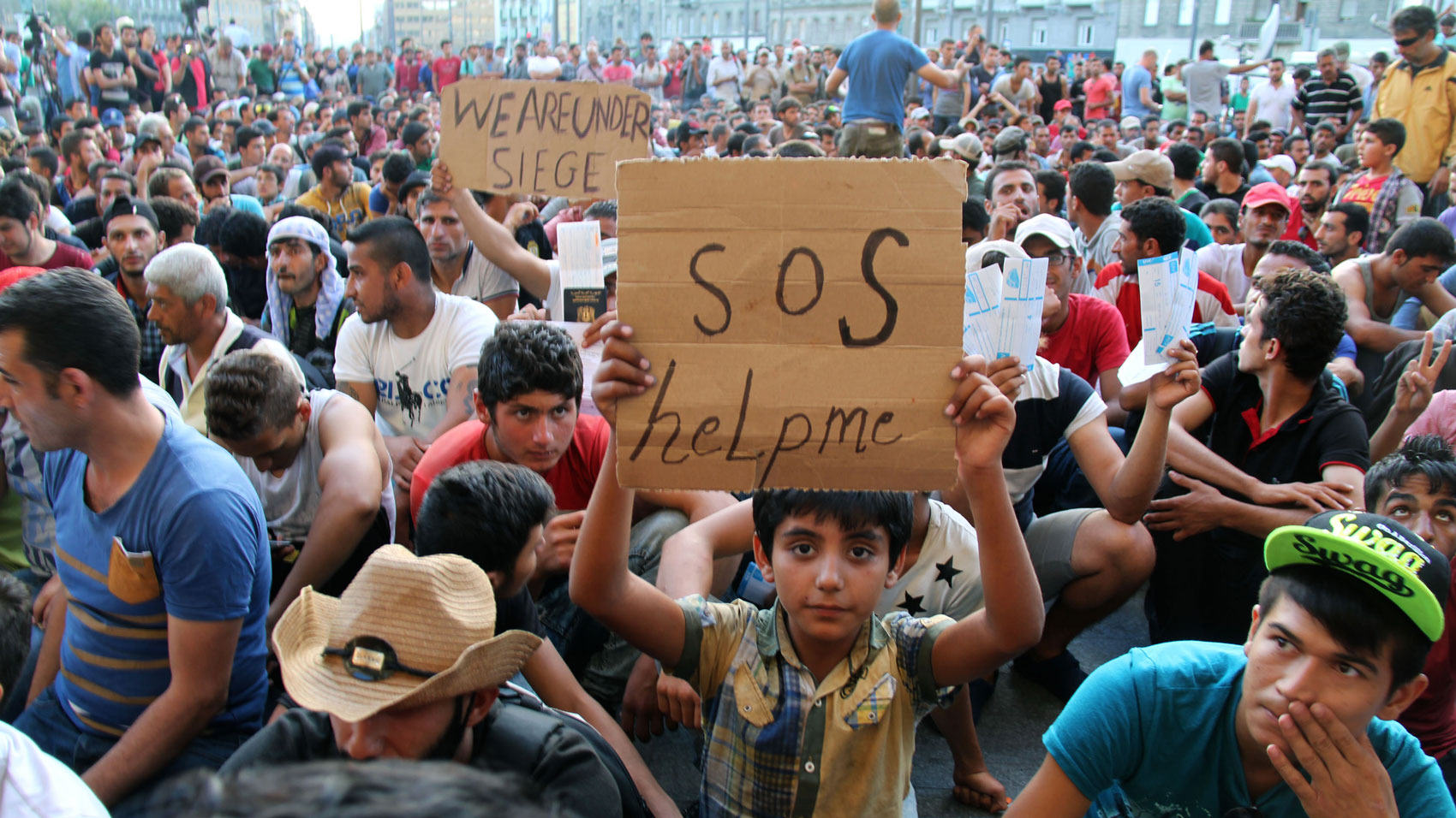 Its Official, Britain Will Accept Thousands More Refugees UNILAD hungary112