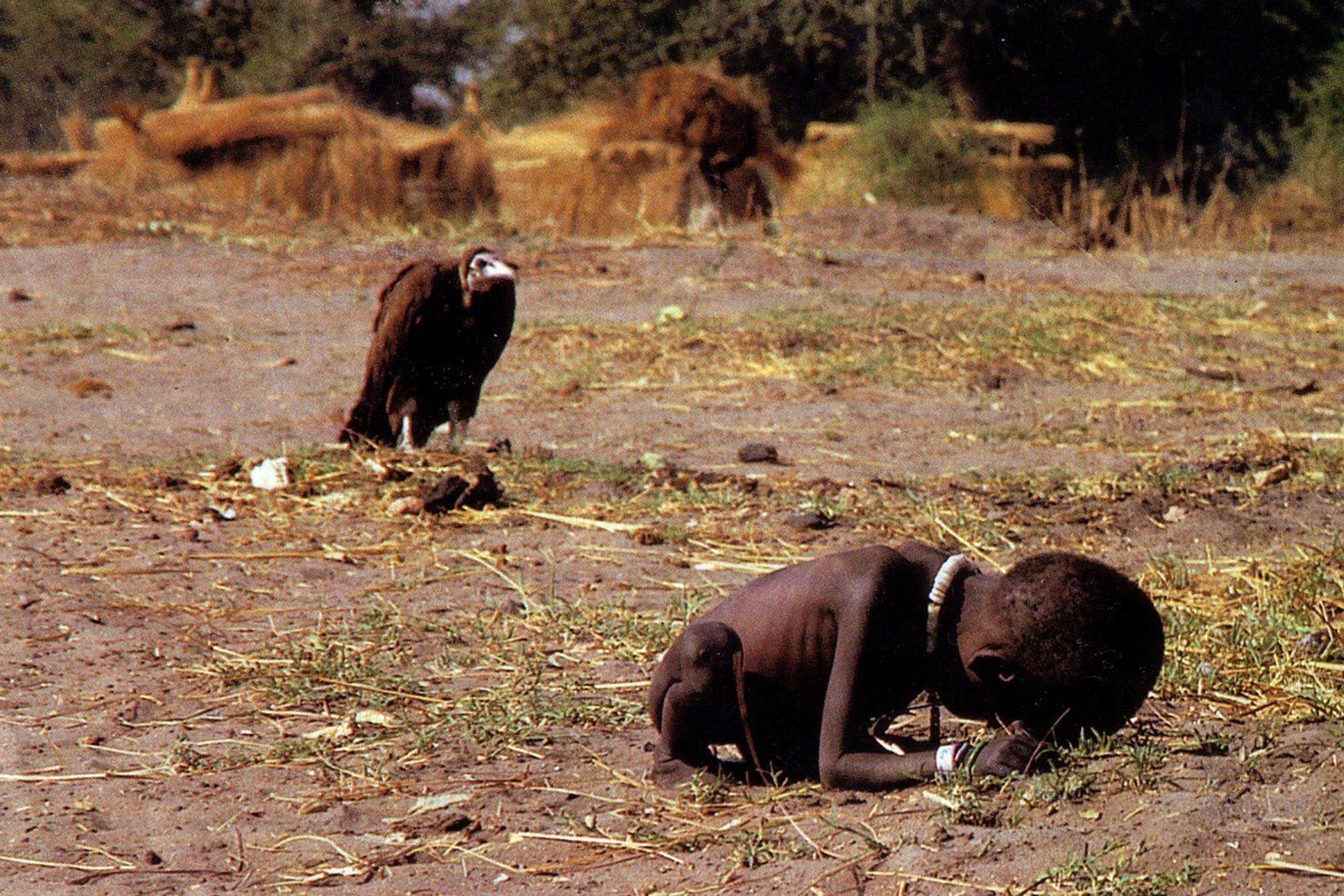 UNILAD kevin carter vulture2 Ten Powerful Images That Shook The World
