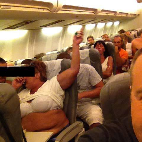 UNILAD shame17 This Passenger Shaming Group Calls All Those Nightmare People To Sit Next To Out