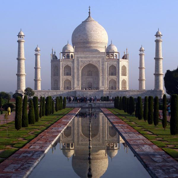 UNILAD tajm7 Tourist Tragically Dies After Falling Down Steps Of Taj Mahal When Taking Selfie