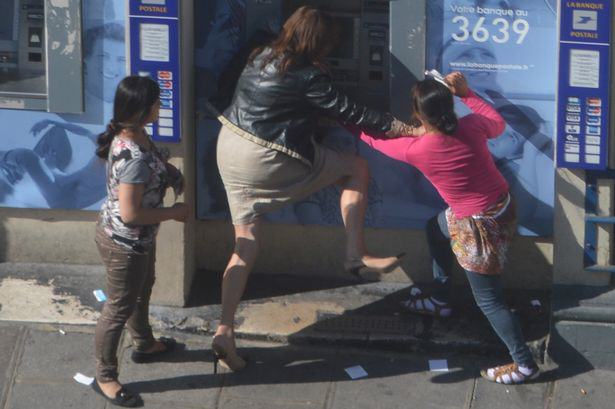 UNILAD woman mugged 13 Woman Robbed At Cash Point In Broad Daylight, Nobody Helps