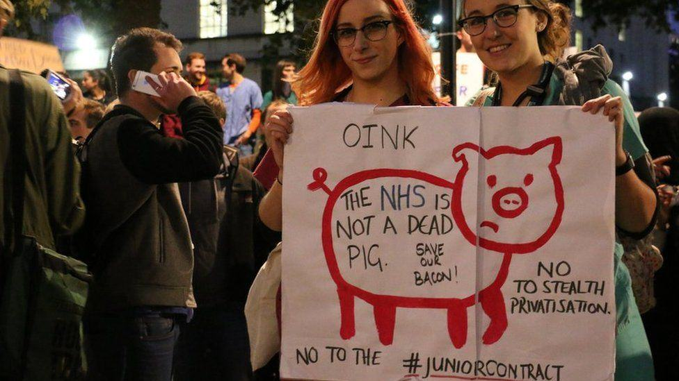 doctor protests 41 Doctors Stage Protest In London Over Unsafe And Unfair Government Contract Plans
