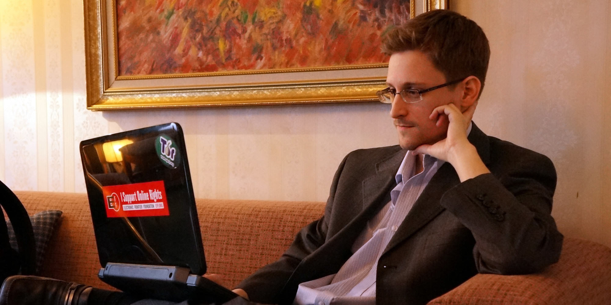 edward snowden aliens 3 Whistleblower Edward Snowden Reckons Aliens Are Trying To Make Contact With Earth
