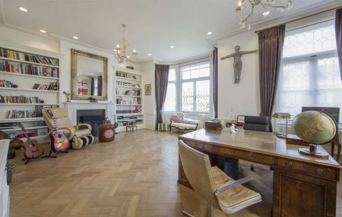 rickygervais lon72 Ricky Gervais Is Selling His London Gaff And Its NICE