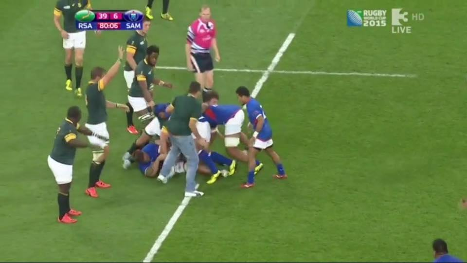 sa1 South African Fan Pulls Off Best Pitch Invasion Ever During Rugby World Cup