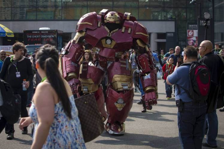 UNILAD ReutersAndrew Kelly12 Watch Incredible 9ft Iron Man Strutting His Stuff At Comic Con