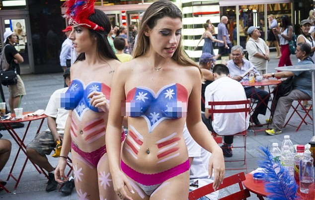 UNILAD Richard LevineDemotixCorbis13 Times Square Topless Ladies Will Fight Citys Attempts To Move Them On