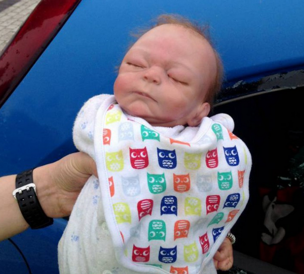 UNILAD Screen Shot 2015 10 01 at 19.54.067 Police Smash Car Window To Save Baby, Turns Out To Be A Doll