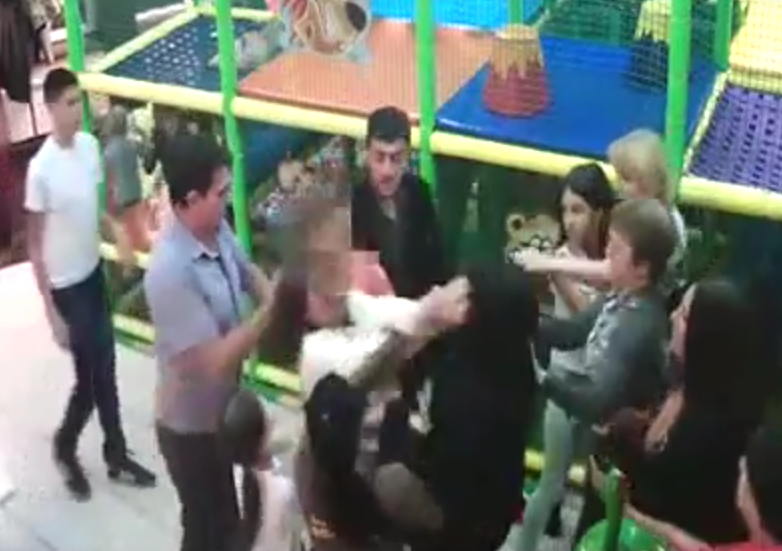 UNILAD Screen Shot 2015 10 22 at 19.26.3222155 Childrens Soft Play Birthday Party Turns Into Mass Catfight Between Angry Mothers