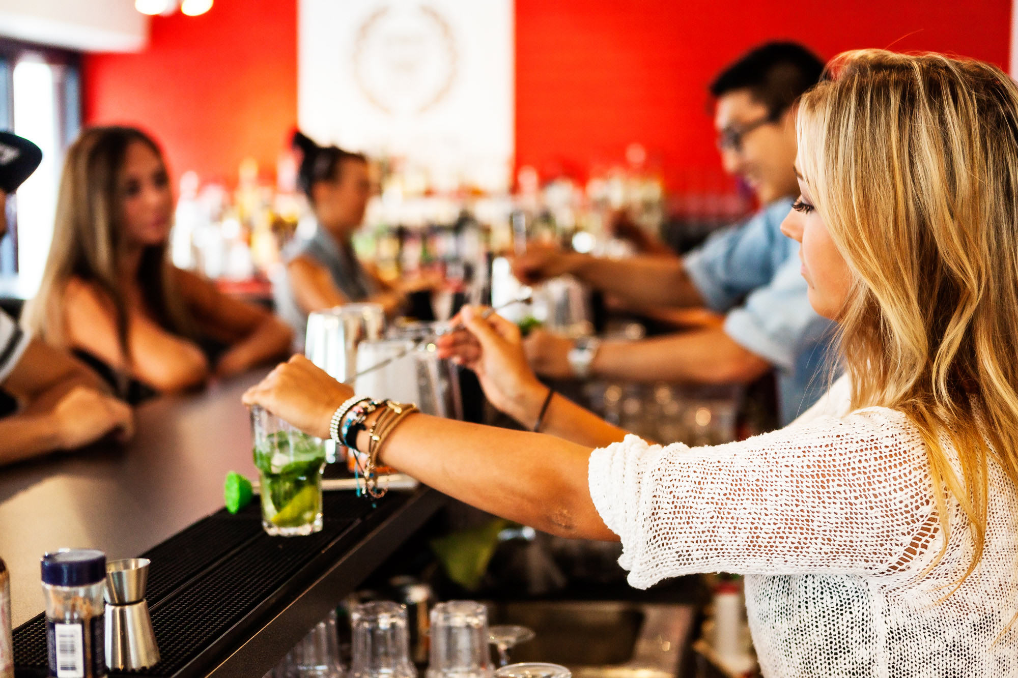 UNILAD barman129 Heres What Bartenders Are Really Thinking About You, Apparently