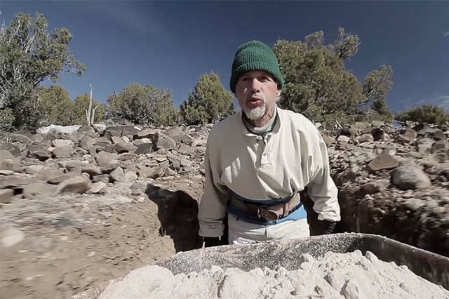 UNILAD cave1088075 640x426 Lad Spends 25 Years In The Desert Carving Out Sandstone Caves