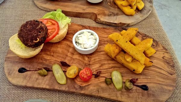 UNILAD food insect78106 Grasshoppers And Worms Are On The Menu At New UK Restaurant