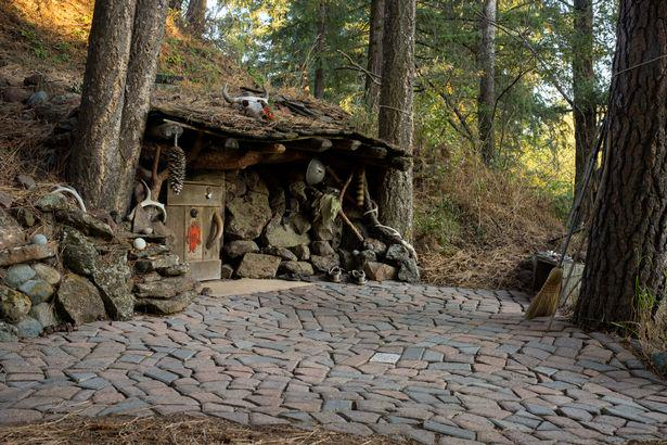 UNILAD hobbit10 These Amazing Cabins Will Make You Want To Quit Your Job And Move