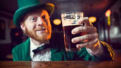 UNILAD top 50 irish sayings proverbs 1070648 flash43791 Drunk Man Strips On Plane, Swings His Dick Around, Offers Flight Attendants Sex