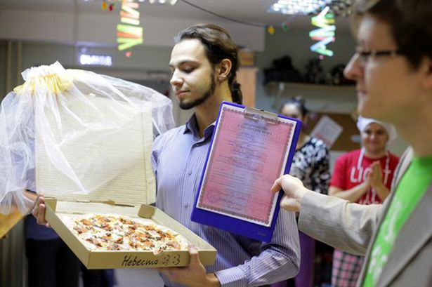 UNILAD 168050 Man Marries Pizza Because Pizza Would Not Betray You And I Love It