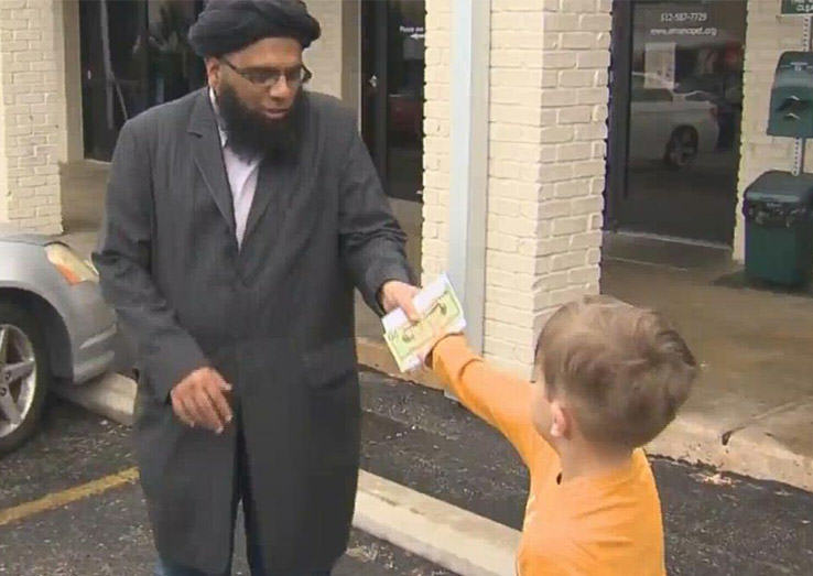 UNILAD Botgivesmoney3003 Lad, 7, Gives All The Money In His Piggy Bank To Vandalised Mosque