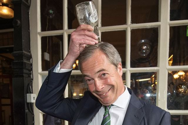 Ukip On The Verge Of Financial Ruin As 12,500 Members Jump Ship UNILAD Farage pint on hea 2922273k25845 640x426