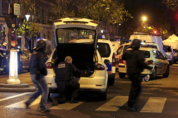UNILAD French police secure the area near the Bataclan concert hall 161210 Guy Saves Girlfriend In Most Heroic Way Possible During Paris Attacks