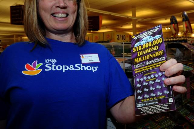 UNILAD Lotterywin186625 640x426 Jammiest Woman Ever Wins $1Million On Scratch Card, Again