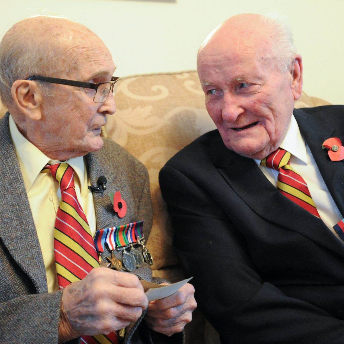 These Two War Heroes Were Reunited By Chance After 40 Years UNILAD MASONS WAR HEROES 033804