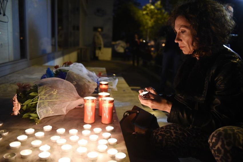 UNILAD paris memorials 459441 Heres How Cities Around The World Mourned And Memorialised The Paris Attack Victims