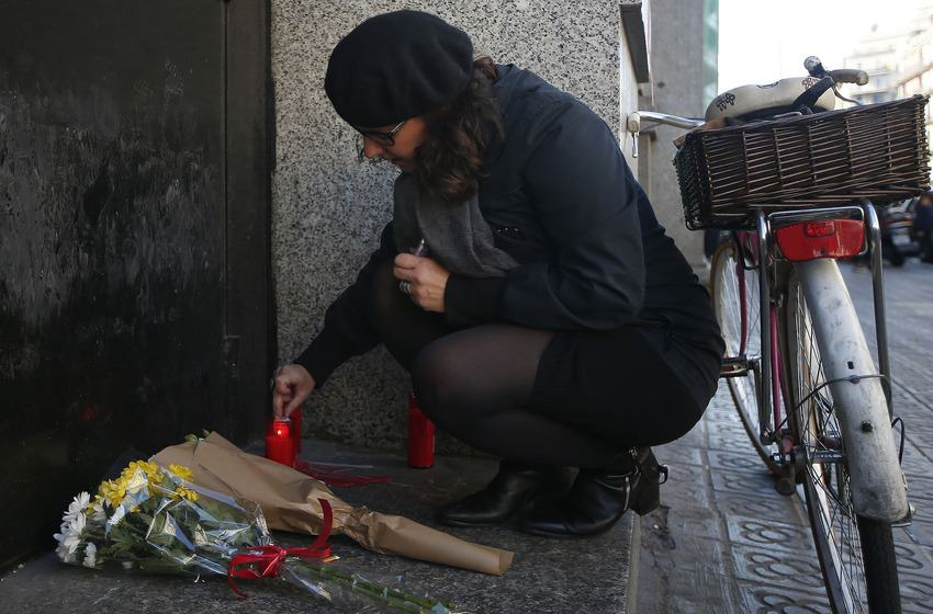 UNILAD paris memorials 921012 Heres How Cities Around The World Mourned And Memorialised The Paris Attack Victims