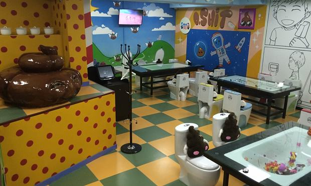 People Are Eating In Toilet Themed Restaurants In Weird New Trend