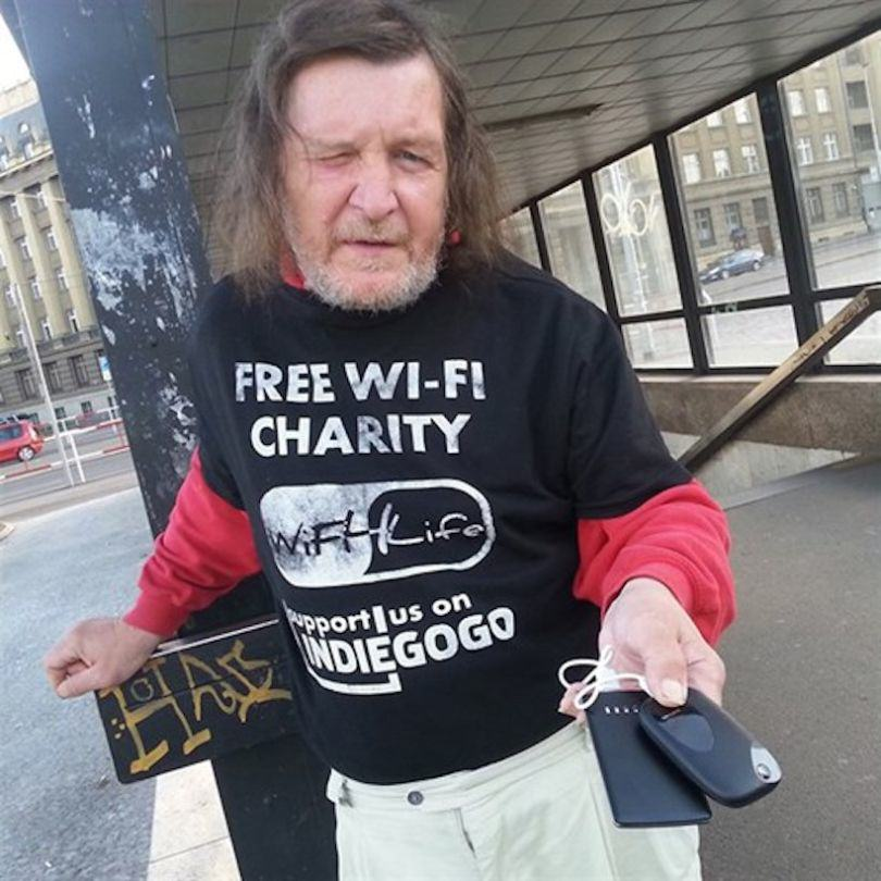 A Charity Is Turning Homeless People Into WiFi Hotspots UNILAD wifi homeless 281060