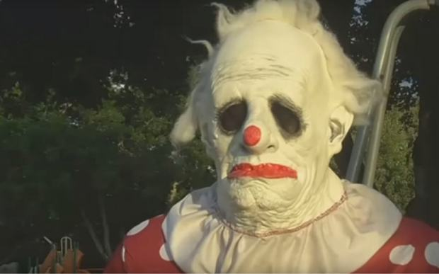 This Horrifying Clown Scares Children For Money UNILAD wrinkles the clown 3492192b25442