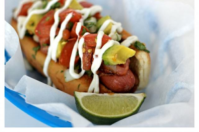 Ten Weird And Wonderful Things We Learned About Food In 2015 UNILAD hot dog96328 640x426