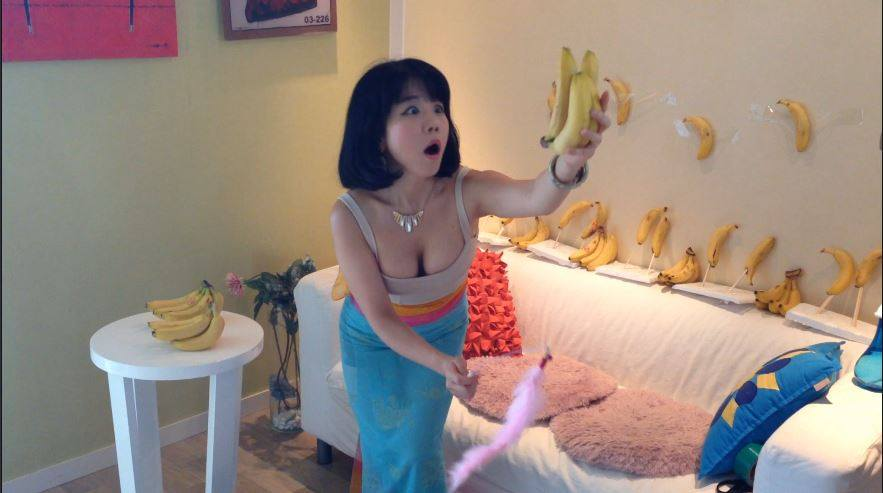 fb1 Social Media Cant Get Enough Of This Girl Dancing Seductively With Food