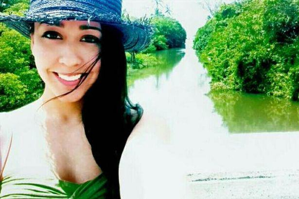 This Girl Travels The World For Free, Because Guys Online Pay monica2