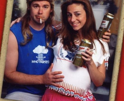 Couples 10 Awkward Christmas Card Photos Might Just Make Your Day xmas2 520x426