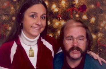 Couples 10 Awkward Christmas Card Photos Might Just Make Your Day xmas81