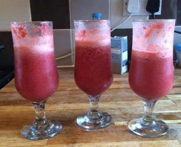 411028 Guy Turns Wifes Placenta Into Cocktails And Pizza For His Mates