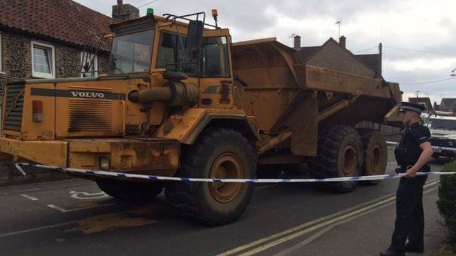 84384752 big pic1 A Man Driving A Dumper Truck Went On A Two Hour Rampage